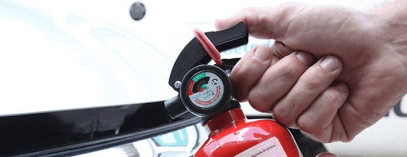 Como usar o extintor de incêndio do carro