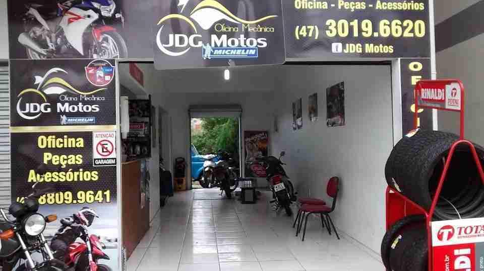 Desmontadora de pneus manual e Elevador de moto – Oficina mecânica JDG Motos – Indaial / SC