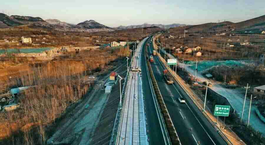 China, a estrada solar e a usina flutuante de energia.