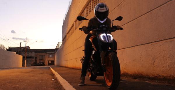 Trocar o guidão original prejudica na pilotagem da moto?